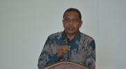 Info Gambar : Kepala Bappeda Kota Tual menyampaikan paparan Arah Kebijakan Pembangunan Daerah
